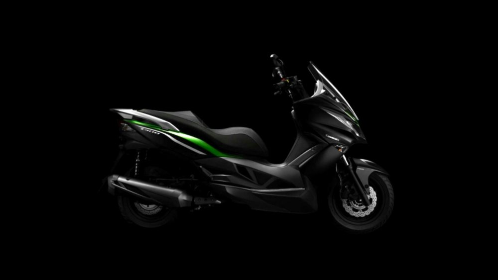 Kawasaki J300 skuter maxi yang sporty abis (2/3)