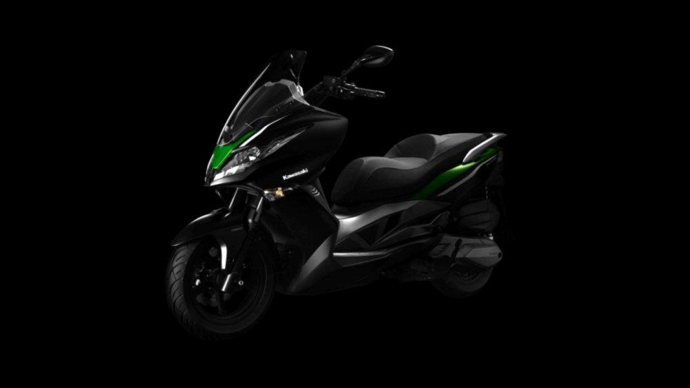 Kawasaki J300 skuter maxi yang sporty abis (1/3)